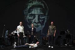 """Ausstellung: Kafkas Schneeroman """"Das Schloss"""" in Zeichnungen von Jaromír 99 - Theater Bremen"""