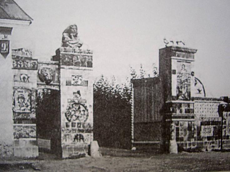 Portail d'entrée des ateliers de céramique d'Abramtsevo, vers 1900