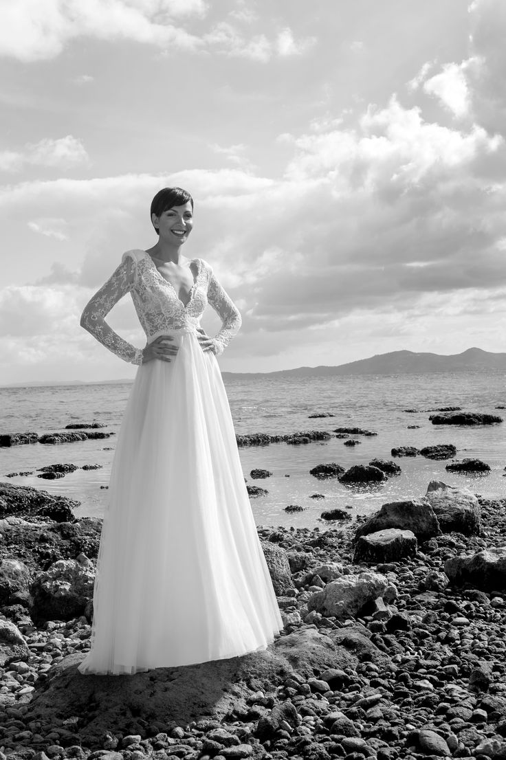Chic and glamorous wedding dress by Marianna Kastrinos.