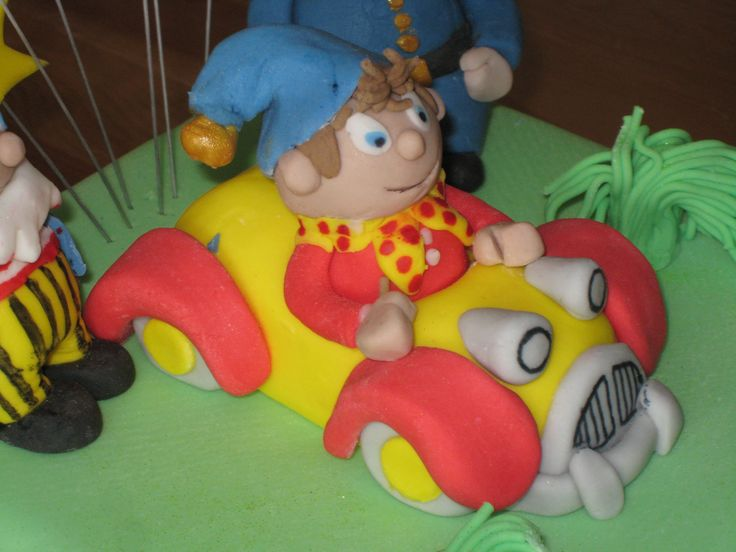 Detail of Noddy in his car. Nice bit of sugar craft on the birthday cake