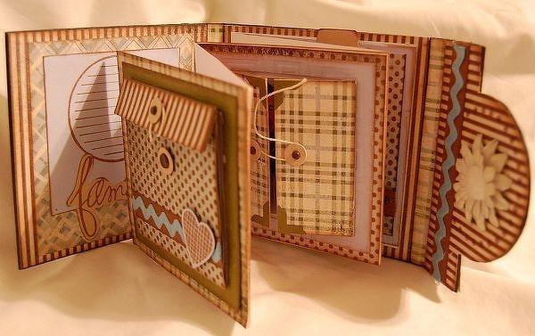 Beautiful mini: Galleries Originals, Minis Books, Families Minis, Minis Album, Scrapbook Galleries, Minis Scrapbook, Mini-Album, Paper Crafts, Scrapbook Album