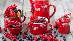 A piros/kék/fekete bogyós gyümölcsök nemcsak nagyon ízletesek, hanem nagyon egészséges ételek is. Erős antioxidáns hatásúak, tisztítják a vérünket, sőt rendelkeznek tumorellenes hatóanyagokkal is.  ...