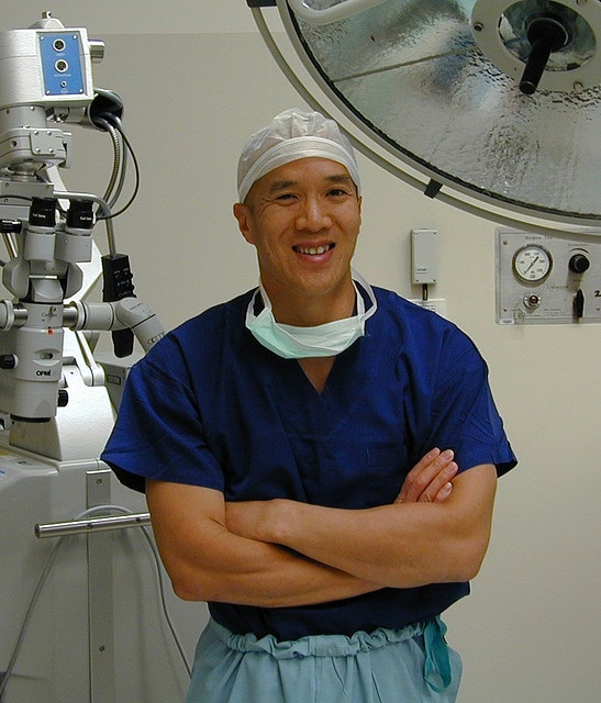 Doctor Charles Teo is a high profile Australian Neurosurgeon who was born in Sydney to Chinese Singaporean parents who immigrated to Australia. He is the director of the Centre for Minimally Invasive Neurosurgery.  [ACHHK116]