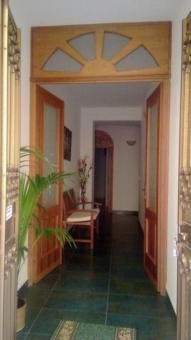 """B&B """"LA SARACINA"""", ubicato a PRESICCE (LECCE), nel basso Salento, in una casa recentemente ristrutturata....Le stanze grandi ed accoglienti dalle pareti bianche con splendide da due e tre posti letto con bagno indipendente, clima,TV, frigo."""