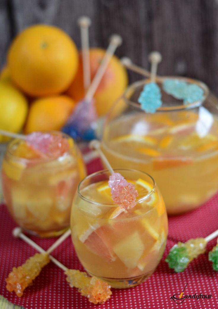 Ananászos citruskoktél kandiscukor pálcával édesítve. Coctail with rock candy stick. A recept a kifoztuk.hu oldalán a Candyfour recepteknél.