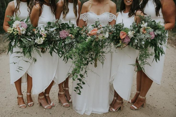 Beachy, relaxed, wild flowers for Cara and her gal group. Flowers by asdaisydoes. Photography by Smitten Wedding Photography