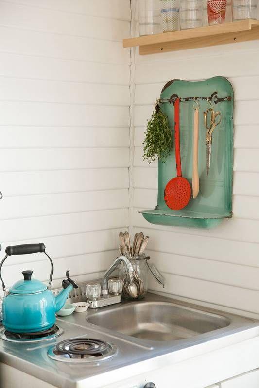 14 Ways to Organize a Tiny Kitchen Display Items