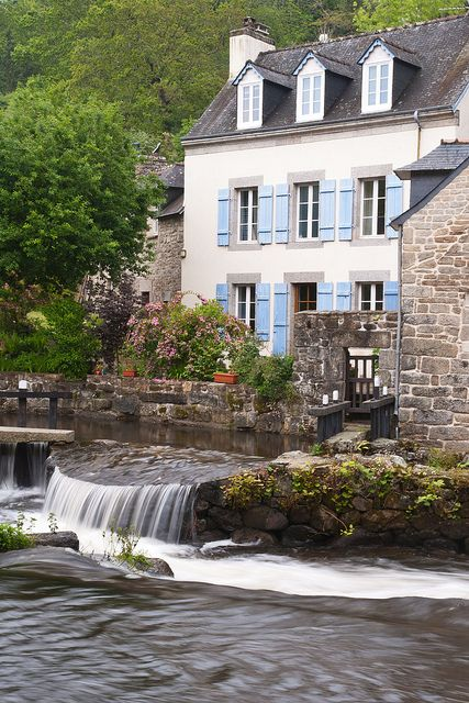 Pont-Aven ~ Brittany: Grey windows with blue shutters, so lovely