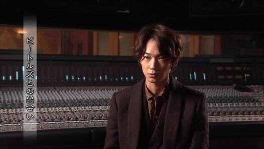 ▶ ザ・プロデューサー ~ビートルズサウンドを支えた男~ - Dailymotion動画 playing piano