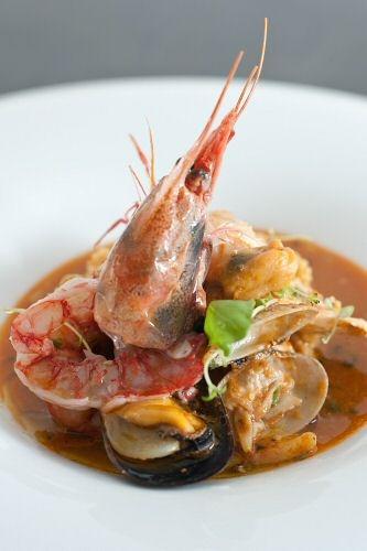 """La ricetta dello Chef  Luigi Pomata (Sardegna):  """"Zuppetta chiara di pesce al profumo di lentischio e limone, burgul di cous cous in crosta di carasau"""""""