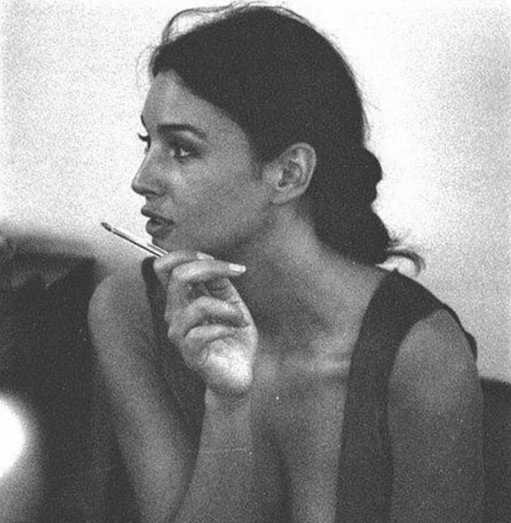 моника белуччи фото с сигаретой ободка технике