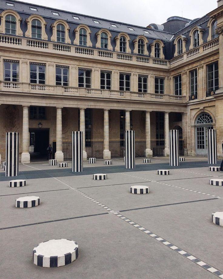 "Polubienia: 43, komentarze: 5 – Magda S (@mag_swiech) na Instagramie: ""#palaisroyal #paris #architecture #lesdeuxplateaux #danielburen #burenart #france #modernart…"""