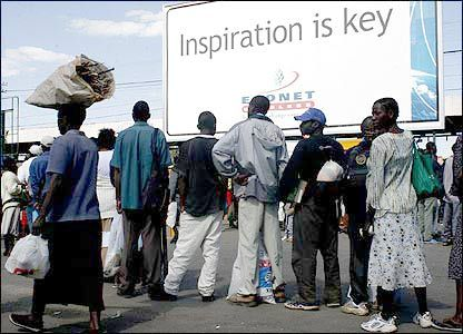 BBC NEWS | In pictures: Urban life in Zimbabwe, Queues