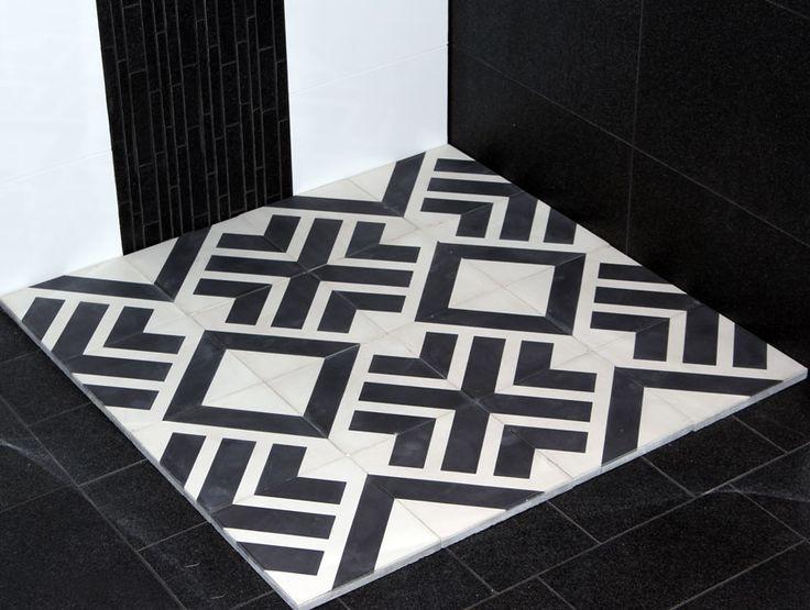 Marockanskt Kakel Tichka är en torrpressad och handgjord cementplatta med stilrent mönster i svart och vitt, från vårt egentillverkade Marockanska sortiment. REA 599:- m²