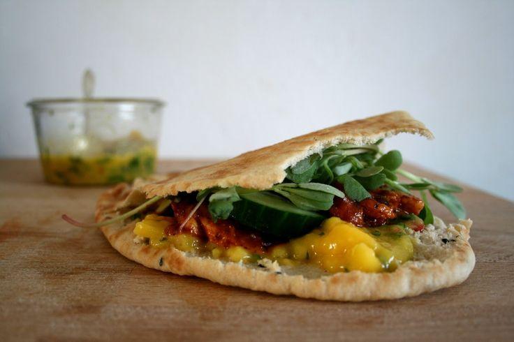 HOTSPOT AMSTERDAM: Rollende keukens & recept kip tandoori met naanbrood en mangochutney | Yellow lemon tree