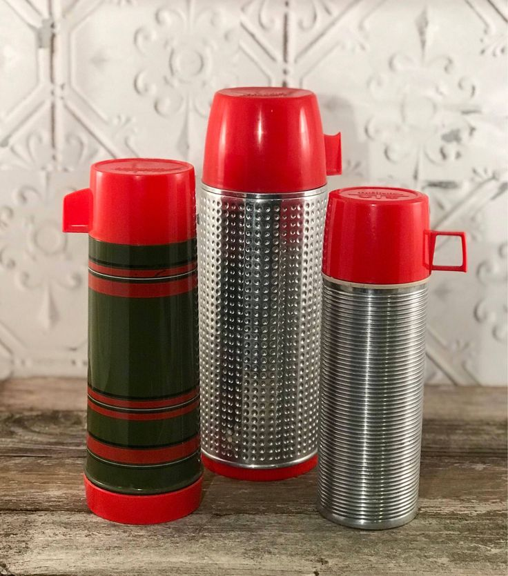 Aladdin Thermos Set https://www.etsy.com/listing/575537588/aladdin-thermos-dimpled-ribbed-striped