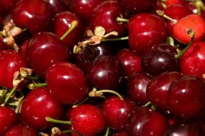 The Health Benefits of Tart Cherry Juice (helps fight off disease, encourages healthy circulation, ensures nerve function, offers anti-cancer properties, lowers cholesterol, protects against muscle damage & possible natural sleep aid/insomnia remedy)