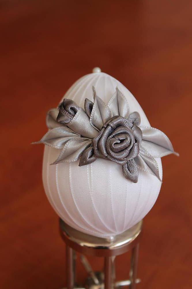 Dekorácie - Biele vajíčko so šedou ružičkou - 5269799_