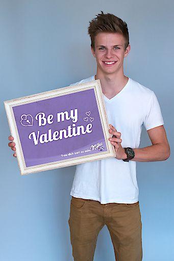 Milka Skistar Andreas Wellinger präsentiert seine zarte Valentinstags-Botschaft 2016.
