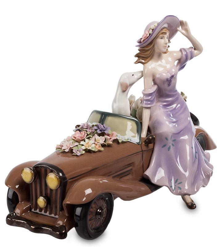 "Фигурка из фарфора ""Девушка с автомобилем"" CMS-20/18 (Pavone)   Бренд: Pavone (Италия);      Страна производства: Китай;   Материал: фарфор;   Длина: 33,5 см;   Ширина: 17 см;   Высота: 20 см;   Вес: 1,35 кг;      #фарфор #девушка #авто"