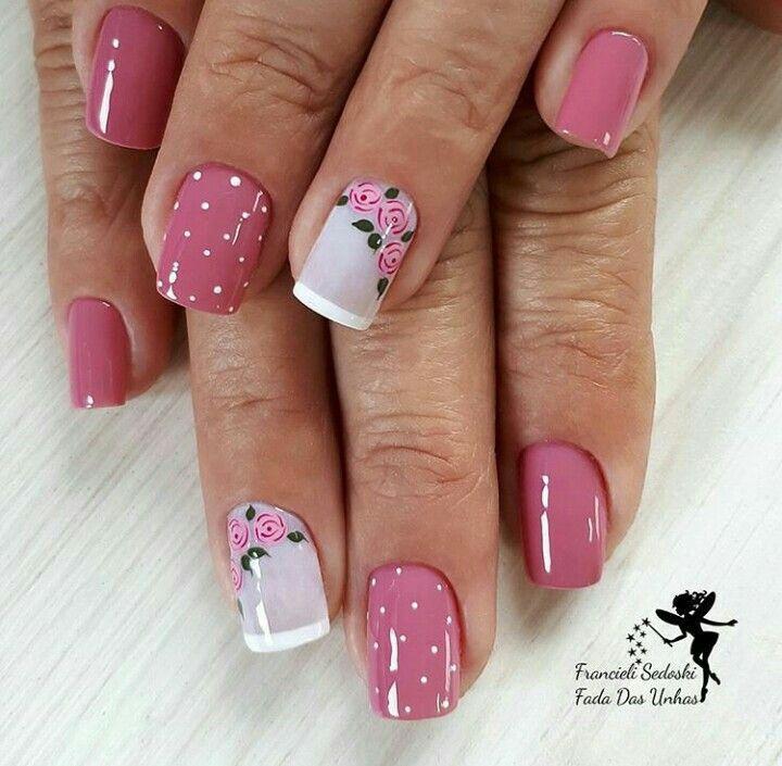 Uñas rosa puntos rosas vintage