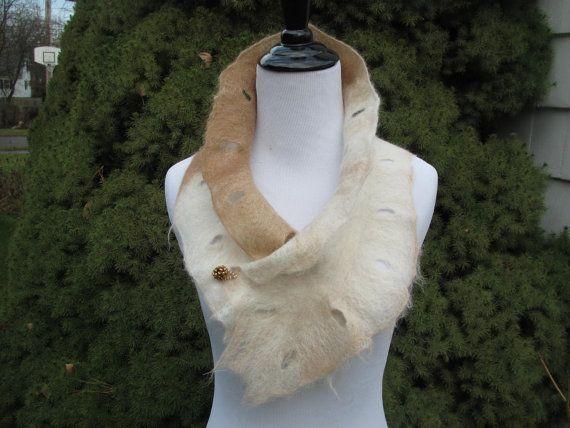 Filz Schal in Creme und Beige Alpaca mit von Twigsimmortalized