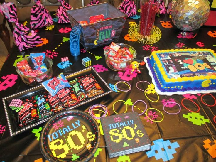 Mini 80s candy buffet on cake table 80s party pinterest for Decoration annee 80