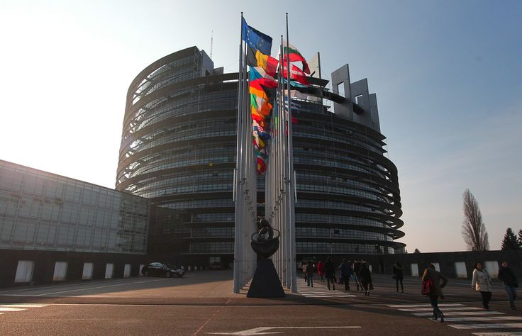 Parlament Europejski będzie debatował w środę w Strasburgu na temat sytuacji kobiet w Polsce - zdecydowali przedstawiciele frakcji w PE.Z inicjatywą takiej debaty wyszły frakcje Socjalistów i Demokratów (druga co do wielkości grupa polityczna w PE) oraz Zjednoczona Lewica Europejska.Ich propozycja jest związana z obywatelskim projektem zaostrzenia polskich przepisów o aborcji, który w zeszłym tygodniu.....