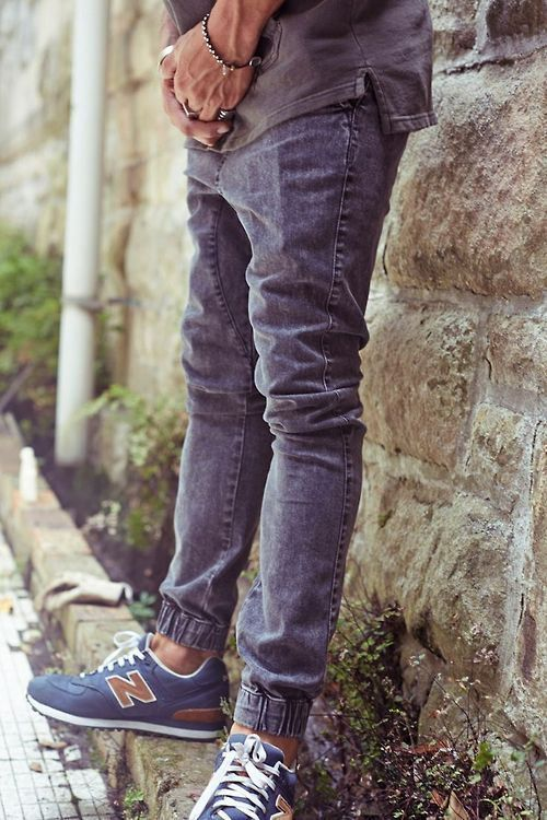 New Balance, Macho Moda - Blog de Moda Masculina: Looks Masculinos com New Balance, pra inspirar! Calça jeans Jogger, Calça Jogger jeans, Moda Masculina, Moda para Homens, Look Masculino, Sockless,