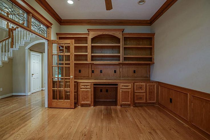A Super new Price at $549,900 for a Custom home in The Woodlands.    Welcome to 38 Fairbranch Circle in the Alden Bridge Village of The Woodlands. Now priced way below market!!  A classic custom home built by one of the areas finest, Meyer-Leigh Custom Home Builders. Sitting on a large lot, this property has a magnificent Magnolia anchoring the front yard. The front door and porch are truly inviting. I love the glass windows that surround the mahogany door and the beautiful lead glass…