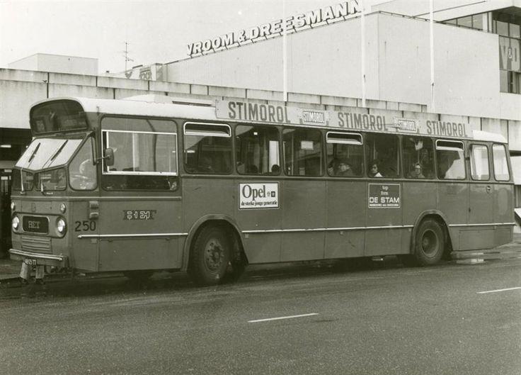 Bus 56 bij de halte van het Liesveldviaduct