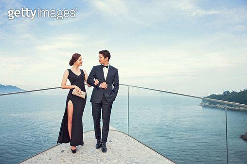 드레스업하고 파티를 즐기는 한국인 커플 - gettyimageskorea