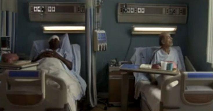 Příběh dvou mužů, ležících vedle sebe v nemocnici. Jednomu bylo dovoleno sednout si každý den na posteli, aby mu z plic odtekla tekutina.
