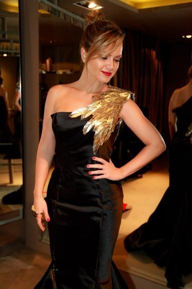 Eliana escolhe vestido sereia para receber o Troféu Imprensa