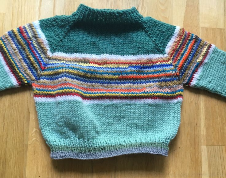 Green for Garrett. Size 2-3 Raglan sweater, 35cm long with 23cm sleeves from underarm.