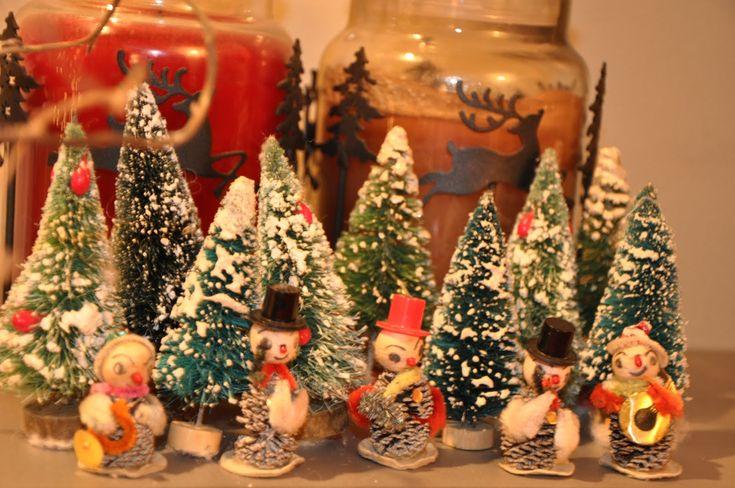 Vintage Christmas DecorationsBrushes Christmas, Bottle Brush Trees, Vintage Christmas, Pinecone Elves, Vintage Bottle, Brushes Trees, Christmas Decorations, Bottle Brushes, Studios Muse