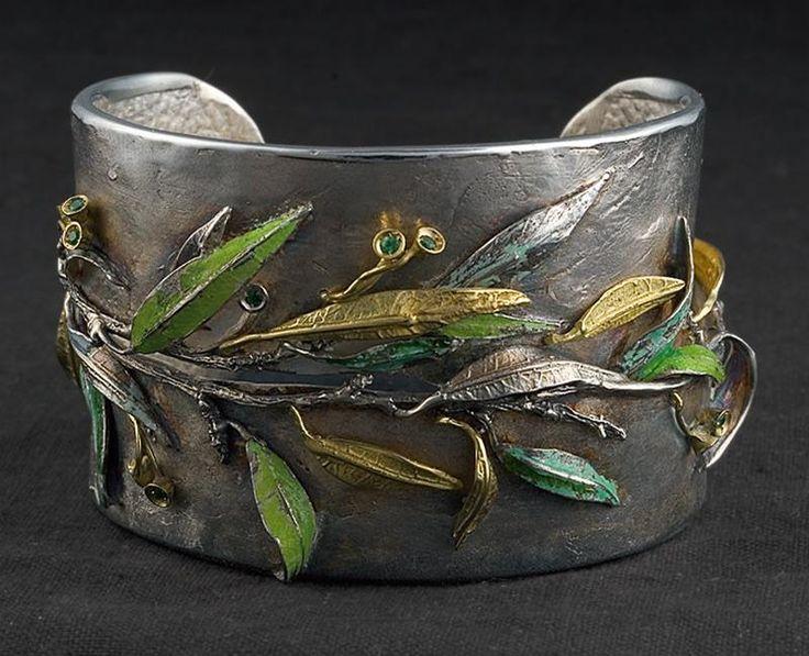 EUCALYPTUS bracelet with emeralds and enamels by Laomi Scanavini Gioielli