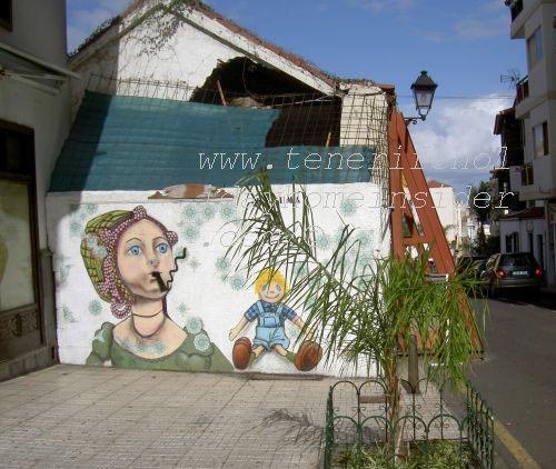 Anti smoking graffiti of Puerto de la Cruz Spain is warning of environmental problems.