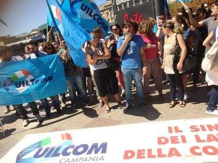 Napoli dipendenti Tim in piazza del Plebiscito. Flash Mob per la difesa del posto di lavoro