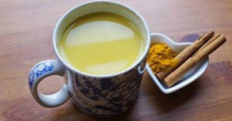Come abbinare limone e curcuma per perdere peso e accelerare la digestione
