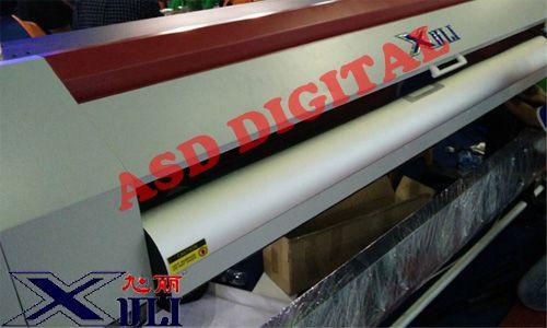 Xuli X6-1880 - Salah satu tipe dari pabrikan asal China yang termasuk paling banyak digunakan di Indonesia, memiliki hasil print yang bagus dengan warna yang tajam dan halus, jenis printer indoor yang banyak digunakan untuk cetak sticker dan lainnya.