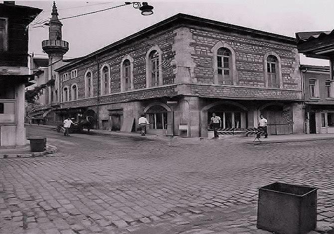 BAKIRKÖY - 1972,Çarşı Camii ve Arnavut Kaldırımlı İstanbul Caddesi..