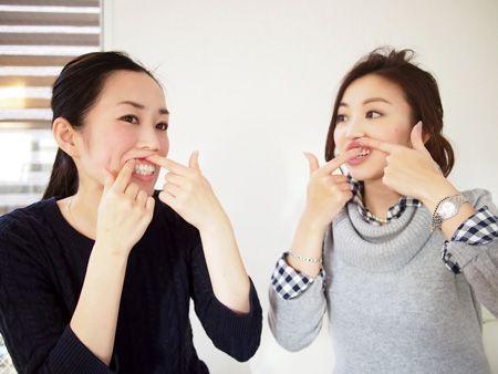 たった5分「歯茎を押すだけ」で徐々にほうれい線がスッキリ消滅