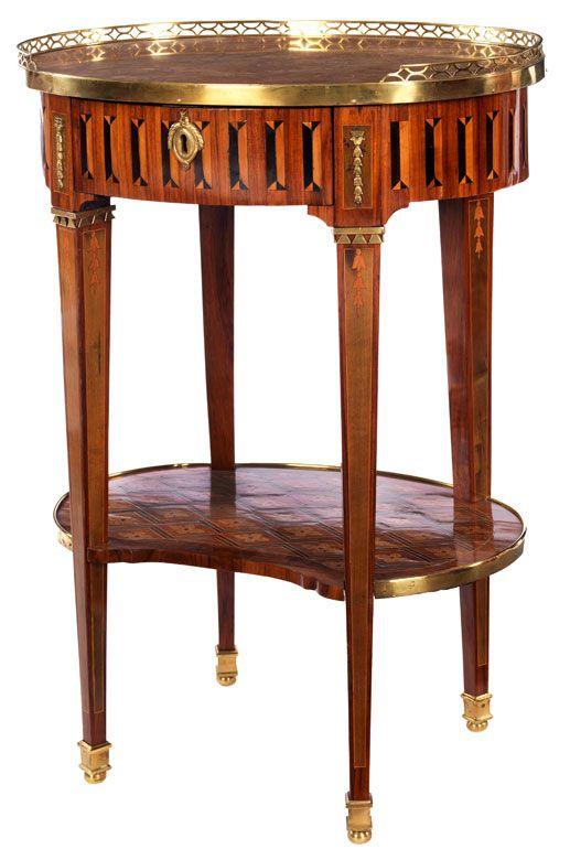 """Höhe: 75 cm. Breite: 55 cm. Tiefe: 42 cm. Unterhalb der vorderen Zarge gestempelt """"J P BERTRAND"""". Frankreich/ Paris, um 1780/ 90. Frei stellbar. Auf vier..."""