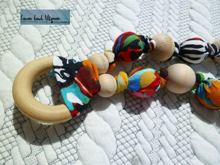 Collier de maternité et de portage en tissus et bois sur mesure tissus printemps avec anneau Monarch par CoconToutMignon sur Etsy https://www.etsy.com/fr/listing/224928059/collier-de-maternite-et-de-portage-en