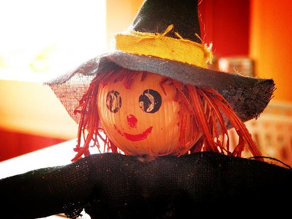 Little Sunny Witch by Zinvolle - It was a sunny day, I saw this little witch sitting on a restaurant table, smiling.
