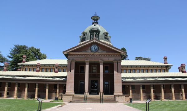 The historic Court House in the city of Bathurst has an interesting story. See it on a tour from Sydney