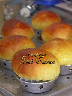 Roti Bluder merupakan salah satu jenis roti yang menggunakan kuning telur banyak. Karena itu teksturnya sangat lembut, dan jauh lebih gurih ...