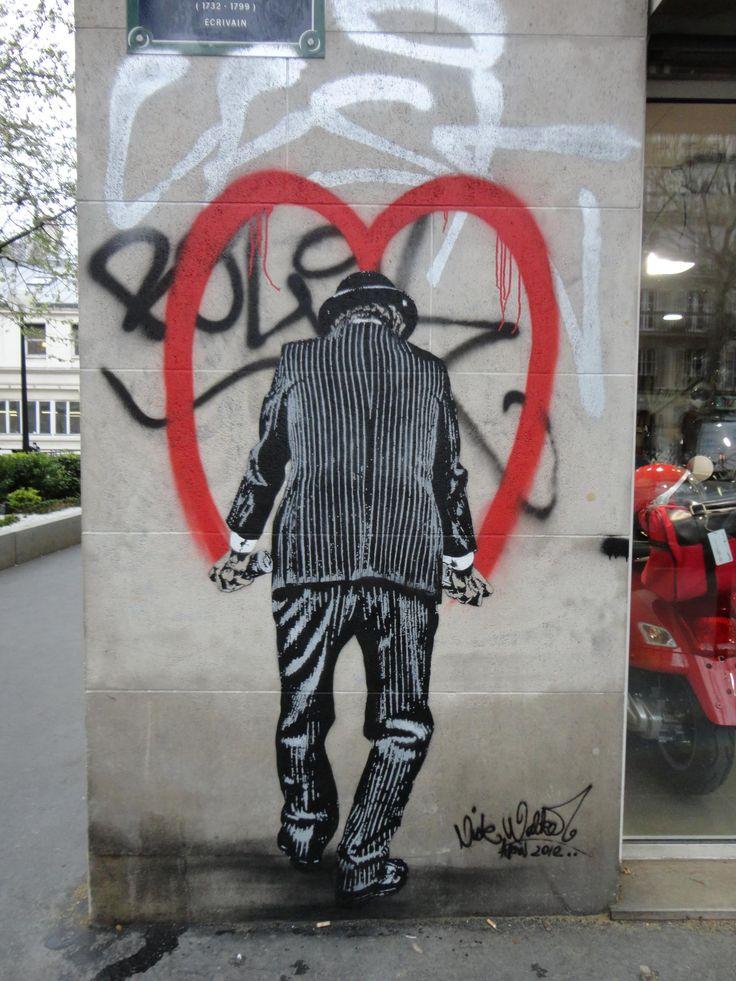 Le sens de ce dessin ? Ne pas oublier d'avoir du coeur ou ne pas oublier son MacDo ? / Paris, France. / Street art. / By Nick Walker.