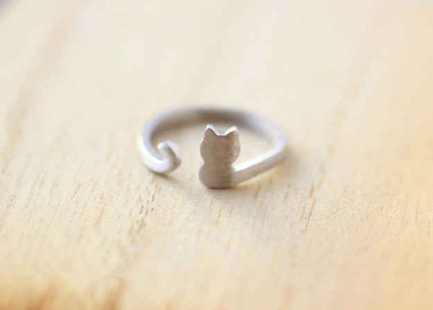Wear this Purrfectly Cute Ring